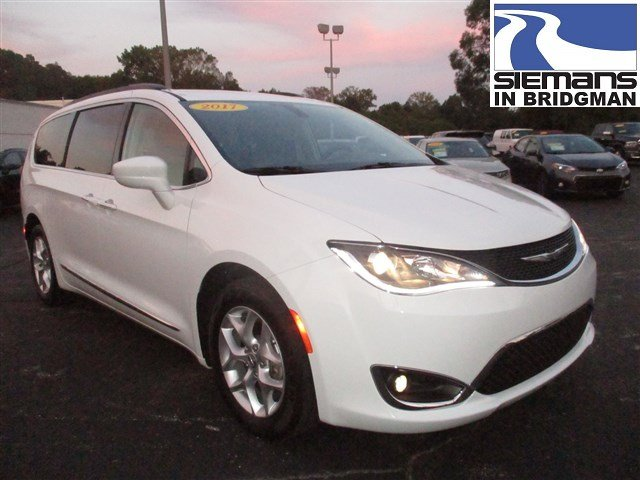Certified Pre-Owned 2017 Chrysler Pacifica Touring-L