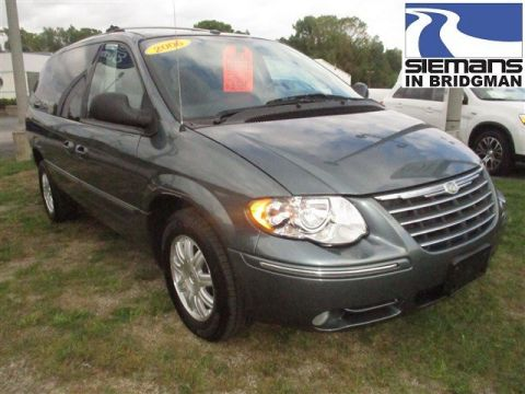 Pre-Owned 2006 Chrysler Town & Country LWB Limited